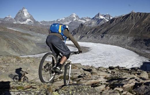 triple2 All Mountain Short und triple2 Basic Hood – Für Stadt, Land, Berg perfekt gewappnet