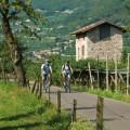 Radfahren durch idyllische Dörfer - Foto: Italy Bike Hotels