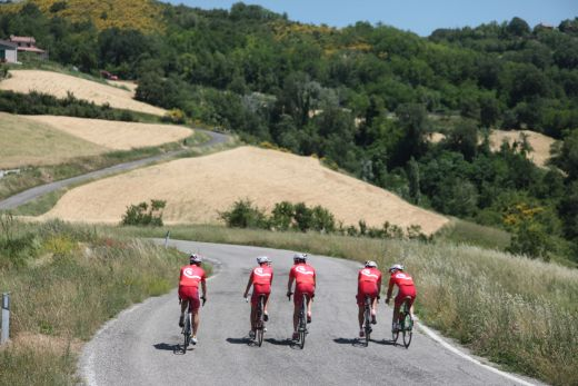 Touren mitten durch Italiens hügelige Landschaft - Foto: Italy Bike Hotels