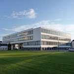 Bauhaus Dessau Elberadweg © AugustusTours Dessau ist bekannt für seine Meisterhäuser und das Bauhausgebäude von Walter Gropius. Entdecken Sie die Unesco-Weltkulturerbestätte und erkunden Sie die berühmten Bauten