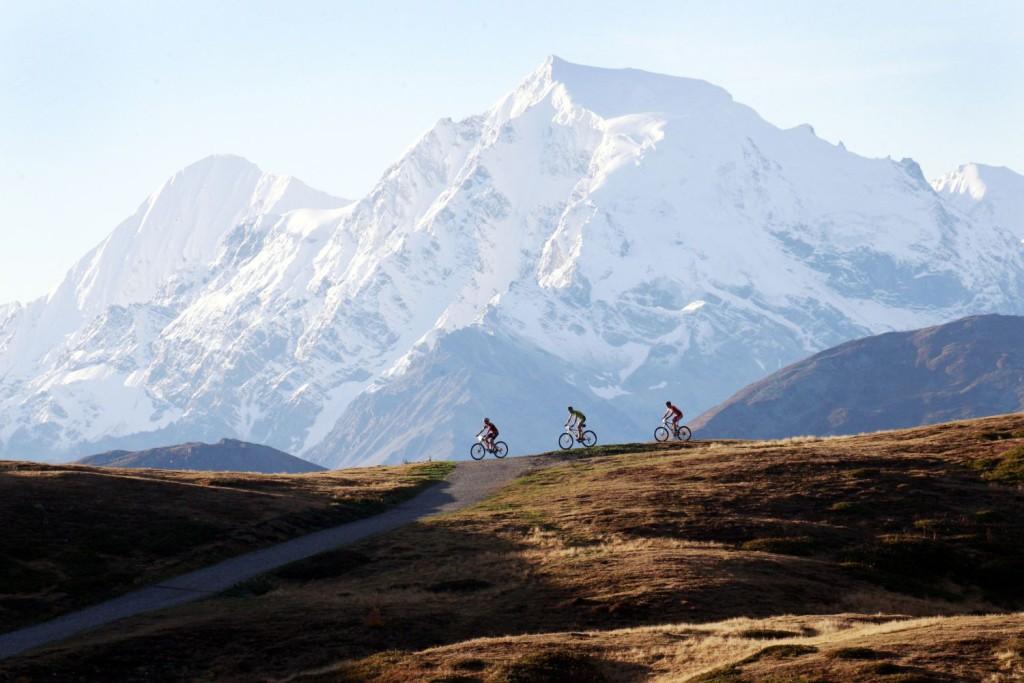 """Südtirols höchster Gipfel ist Namensgeber des """"Ortler Bike Marathon"""" durch den oberen Vinschgau im Westen des Landes. Bildnachweis: Ortler Bike Marathon/Sabine Jacob"""